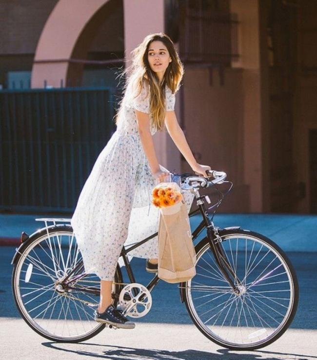 только не в привычном вам образах, а именно образы этих девушек будет дополнять велосипед